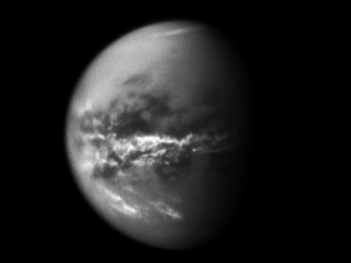 Nubes ecuatoriales en Titán