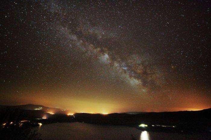 Vía Lactea sobre el lago de Sanabria