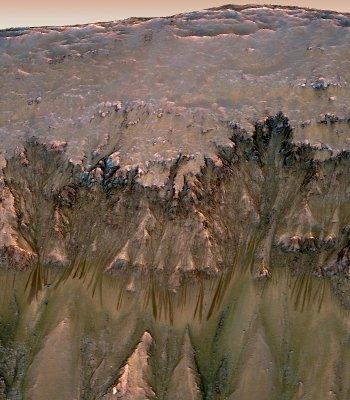 Posibles cauces de agua salada en Marte