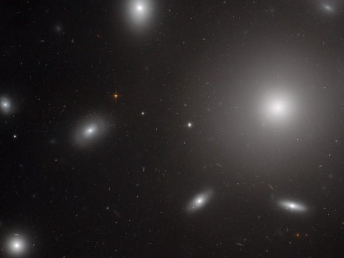 NGC4874, Hubble