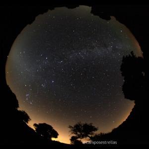 Luz zodiacal en el este al amanecer
